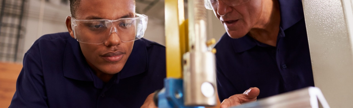 What are the benefits of hiring an apprentice?